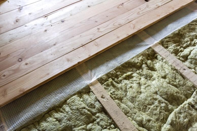 Isolatie onder bestaande houten vloer